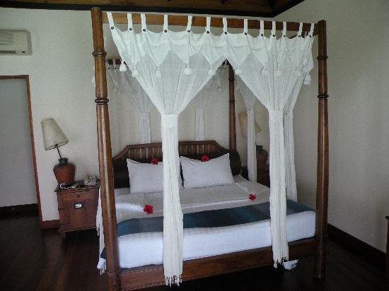 Olhuveli Beach & Spa Maldives: la chambre romantique