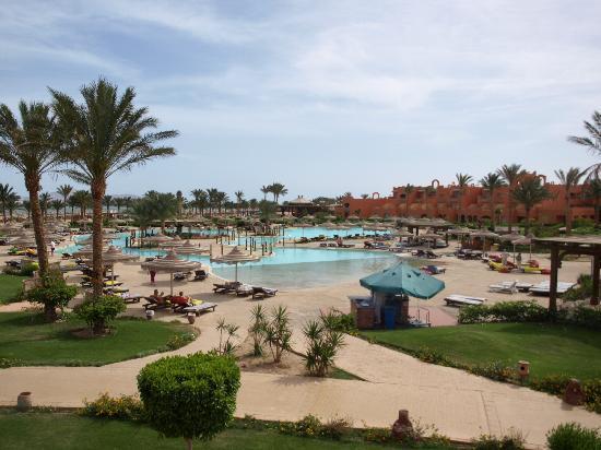 Coral Sea Waterworld Resort: Pool View