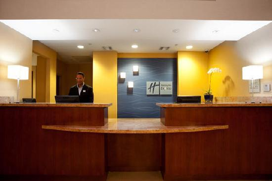 Holiday Inn Express - Jacksonville Beach: Reception / Lobby