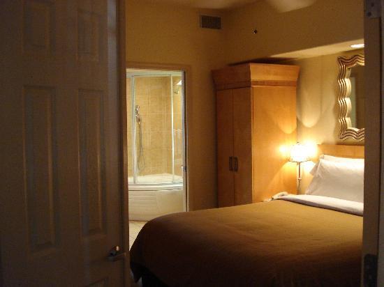 Sheraton Desert Oasis Bedroom No Dresser