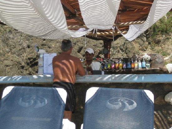 Grand Palladium Vallarta Resort & Spa: Beach bar - Adolfo the bartender