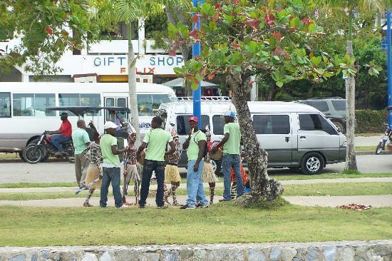 Santa Barbara de Samana, Dominican Republic: STREET ENTERTAINMENT