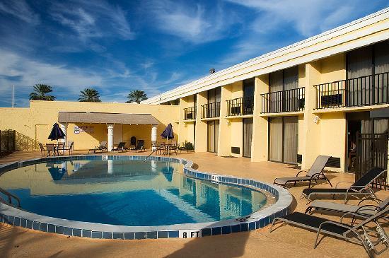 Days Inn Neptune Jacksonville Beach Mayport Mayo Clinic NE: Large Pool Deck