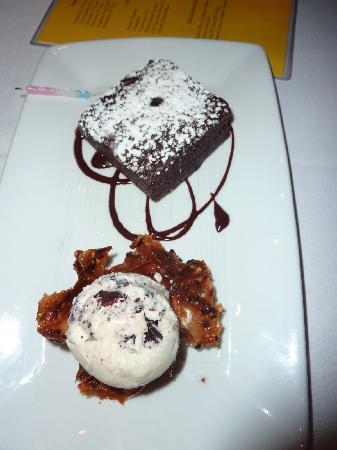 Le Pavillon Hotel: Birthday Dessert after FABULOUS dinner at DANTE'S in the Garden District