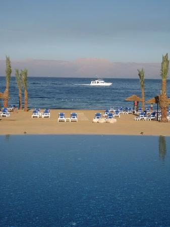 Mövenpick Resort Tala Bay Aqaba: Red Sea vista