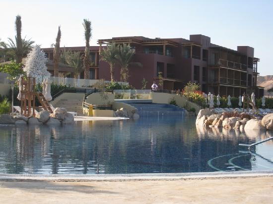 Mövenpick Resort Tala Bay Aqaba: Looking to the main building