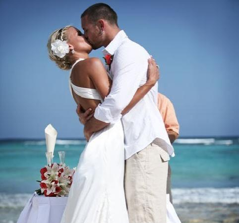 Barcelo Maya Colonial: Perfect backdrop for our wedding