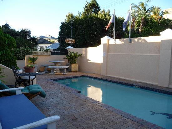 Bellevue Manor Guest House, Cottages, Self-Catering Suites & Apartments: Piscine