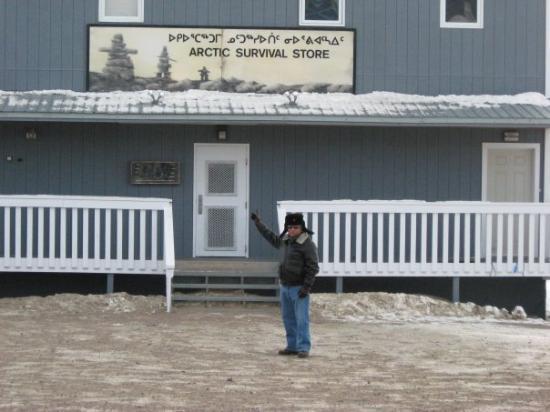 Iqaluit, Canada: Una tienda muy particular...bueno, para nosotros.