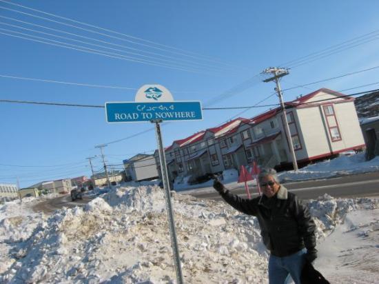 Iqaluit, Canadá: ROAD TO NOWHERE?  Es correcto, esa calle no llega a ningún lado.