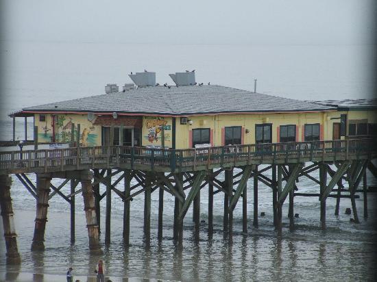 Beach Quarters Resort: Crabby Joe's