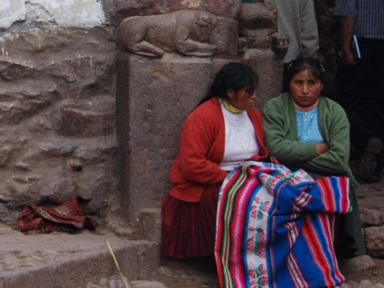 Discussing weaves, Pisac, Sacred Valley