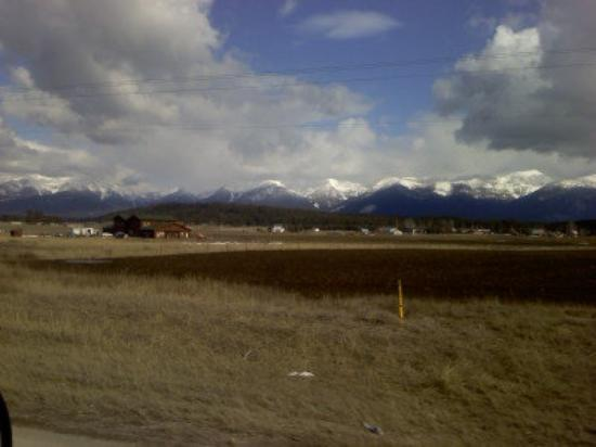 Bigfork, มอนแทนา: The mountains right by our new home.  Breathtaking, this picture does it no justice.