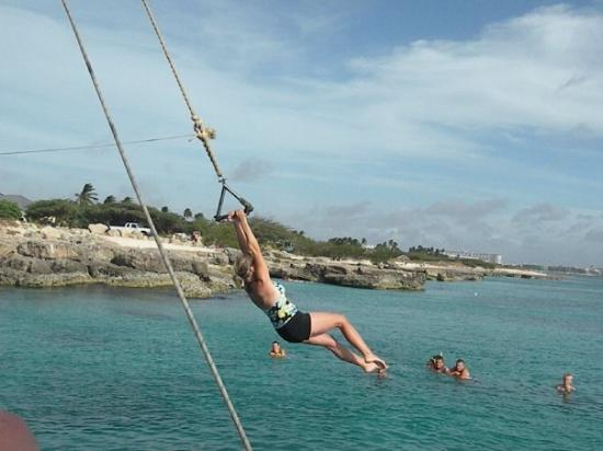 Oranjestad, Aruba : my turn on the rope swing