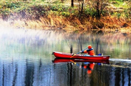 Corbett, ออริกอน: Boatman captured in this shot was at a nearby lake by Multnomah Falls and Columbia River