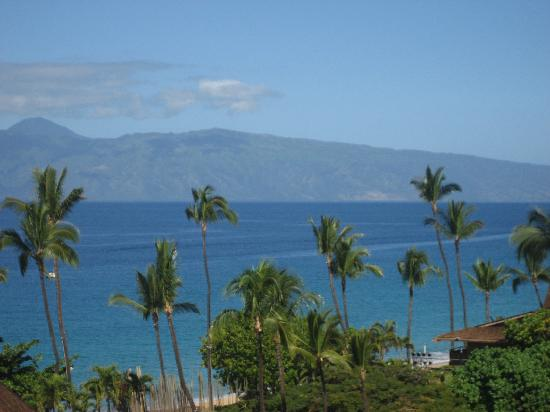 Royal Lahaina Resort: partial ocean view room on 7th floor