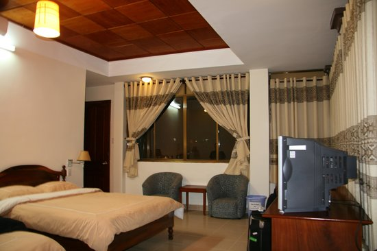 Thien An Hotel: another view of room 401