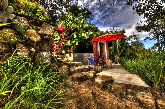 "Yelapa, Mexiko: The private garden entrance and front porch to the ""Studio""."