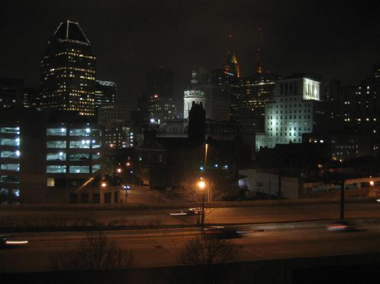 Holiday Inn Express Baltimore-Downtown: Nighttime view from room 301
