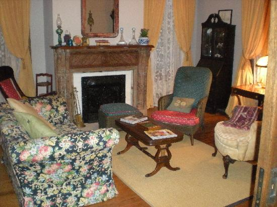 Taylor House Inn: The Library/Game Room