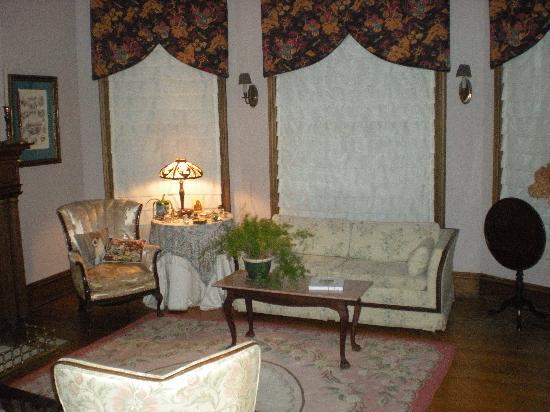 Taylor House Inn: The Parlor