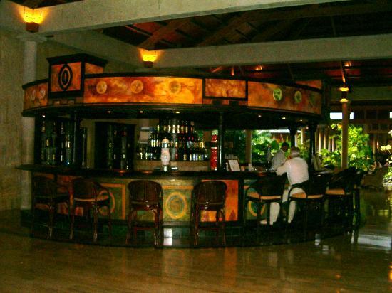 Meliá Caribe Tropical: Tropical lobby bar