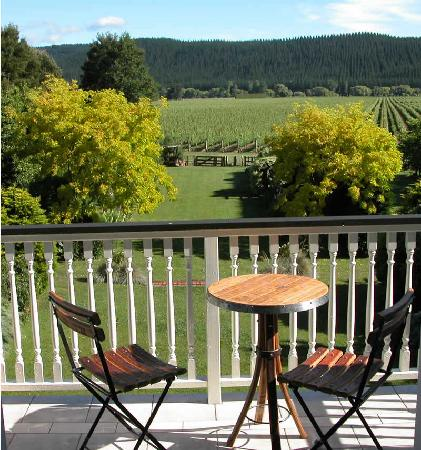 Esk Valley Lodge: View from Balcony across garden and vineyards