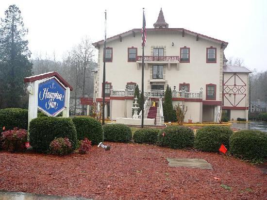 Hampton Inn Helen: Picture of front of hotel