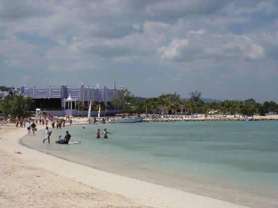 Hotel Riu Montego Bay: constant entertainment on the beach