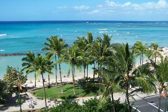 Alohilani Resort Waikiki Beach: View from the balcony of our Beach Tower room