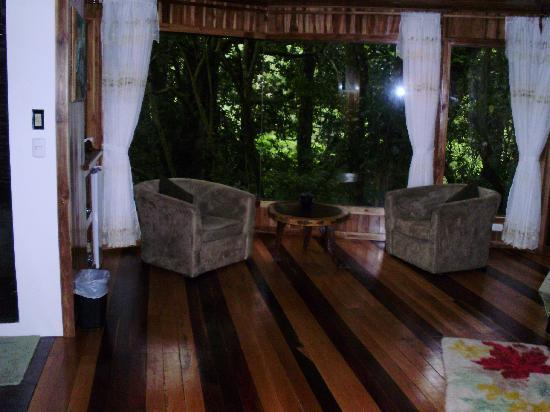 Hidden Canopy Treehouses Boutique Hotel: Sitting area Glade