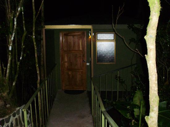 Hidden Canopy Treehouses Boutique Hotel: Entrance to the Glade treehouse