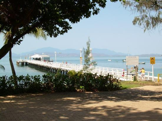 Tropical Palms Resort & 4WD Hire: Picnic Bay Jetty