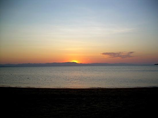 Tropical Palms Resort & 4WD Hire: Sunset @ West Point