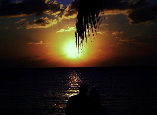 Sandals Negril Beach Resort & Spa: here we are with the amazing sunset in the background