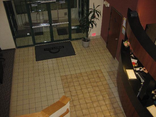 Days Inn Portland/Gresham: top view of lobby