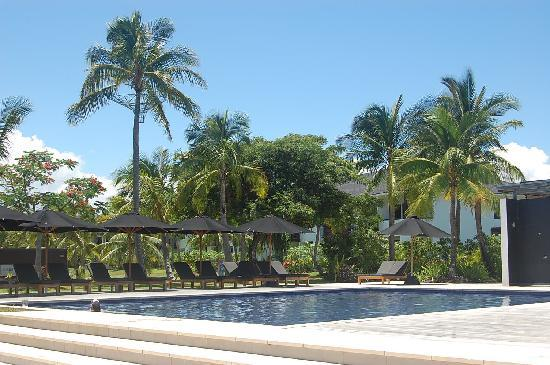 Hilton Fiji Beach Resort & Spa: One of the pools at the hilton, no need to save sun lounges!