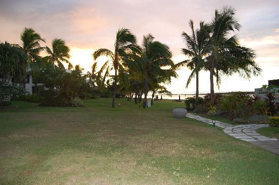Hilton Fiji Beach Resort & Spa: view from out the front of our room