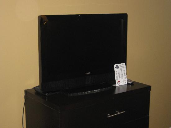 Days Inn Bellingham: TV and furniture
