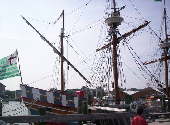 Roanoke Island Festival Park : The Elizabeth II.  Replica ship of the lost colony.