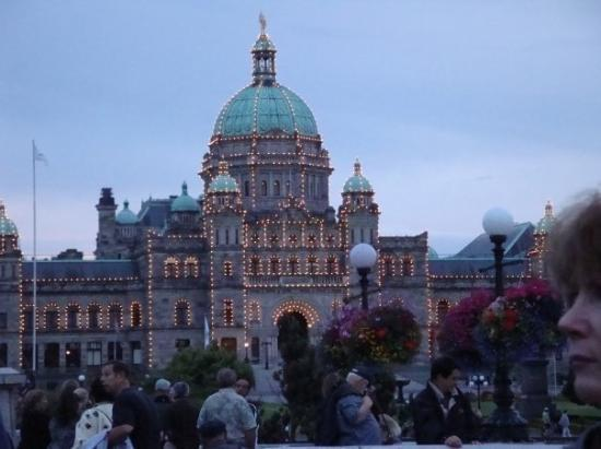 British Columbia Parliament Buildings: Parliament Building lit up.