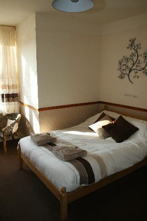Tregella Guest House Newquay: Bedroom with a seaview