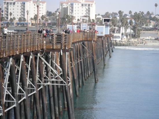Oceanside, CA: Looking down side of pier