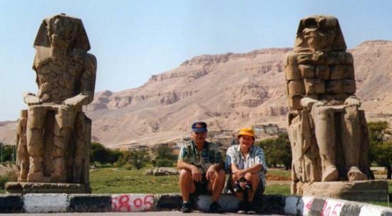 Colossi of Memnon: luxor egypt 1999valle dei re
