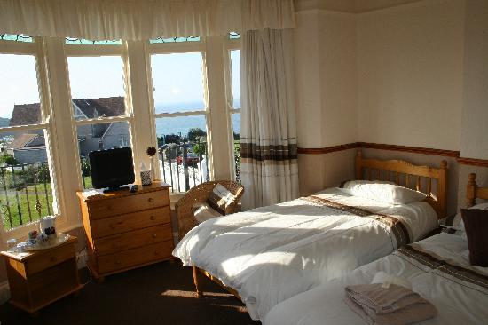 Tregella Guest House Newquay: Bedroom with seaview