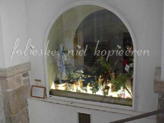 Kloster Niedernburg: in the portal the huge Xmas crib
