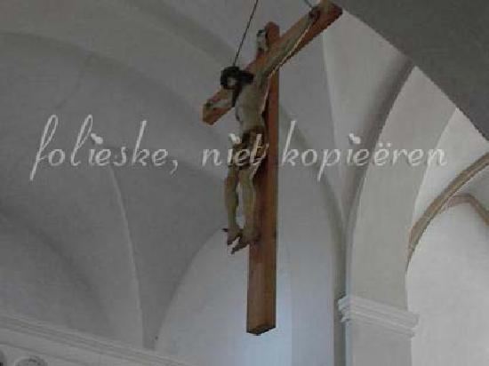 Kloster Niedernburg: hanging crusifix