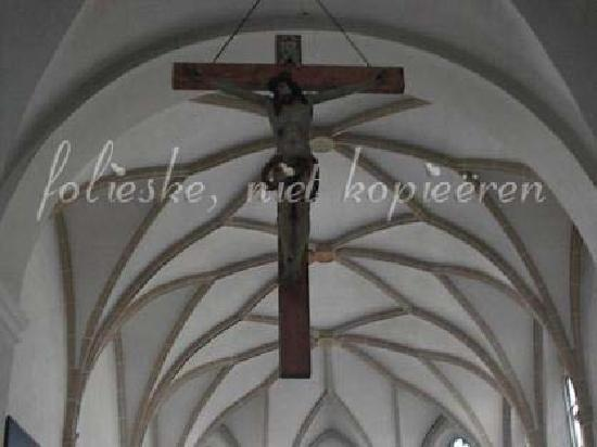 Kloster Niedernburg: hanging crusifix and great ceiling