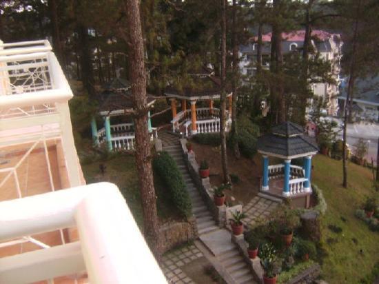 Hotel Elizabeth Baguio: Grounds - Elizabeth