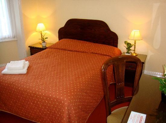 Wimblehurst Hotel: Double Room